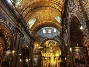 La-Compania_de_Jesus_Quito_turnagain